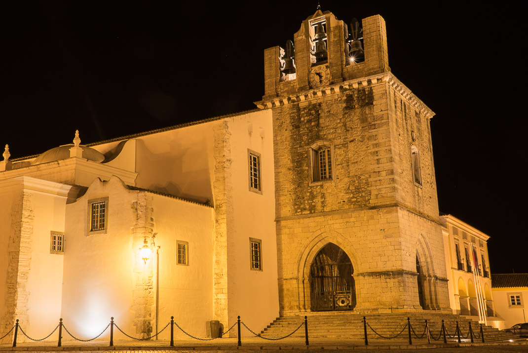 Faro Cathedral at night