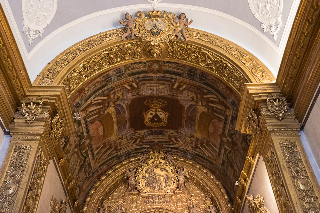 Faro mission gold ceiling