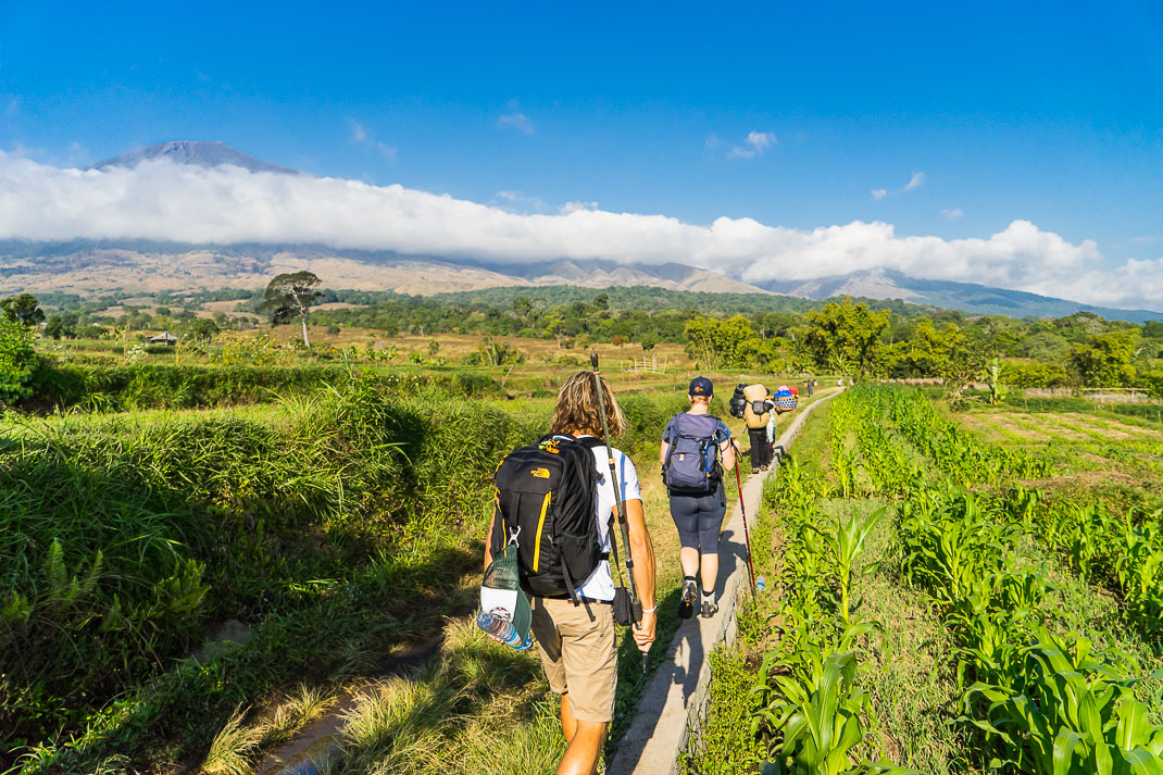 Climbing Mount Rinjani Start Walk