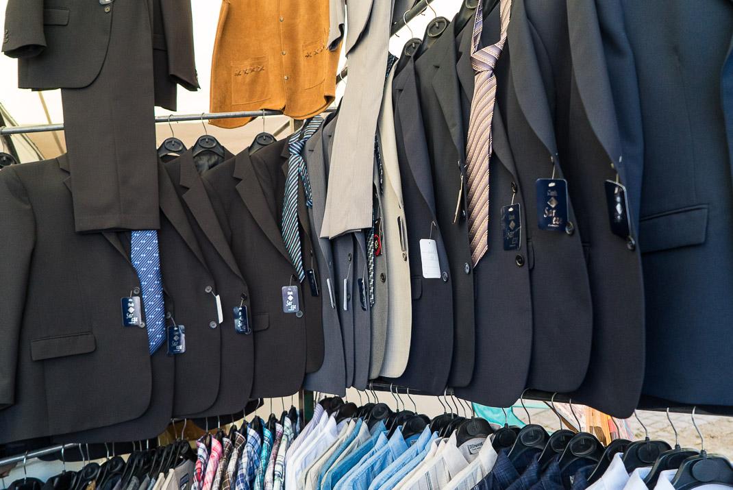 Feira da Ladra Suit Racks