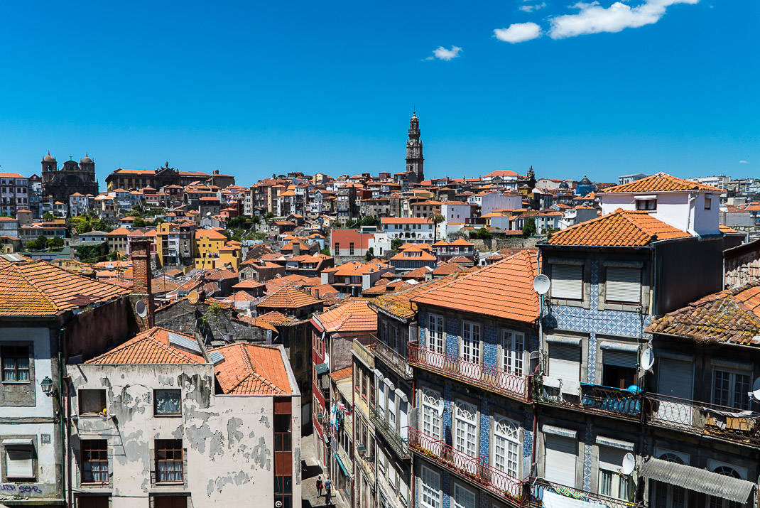 Porto view down alleyway