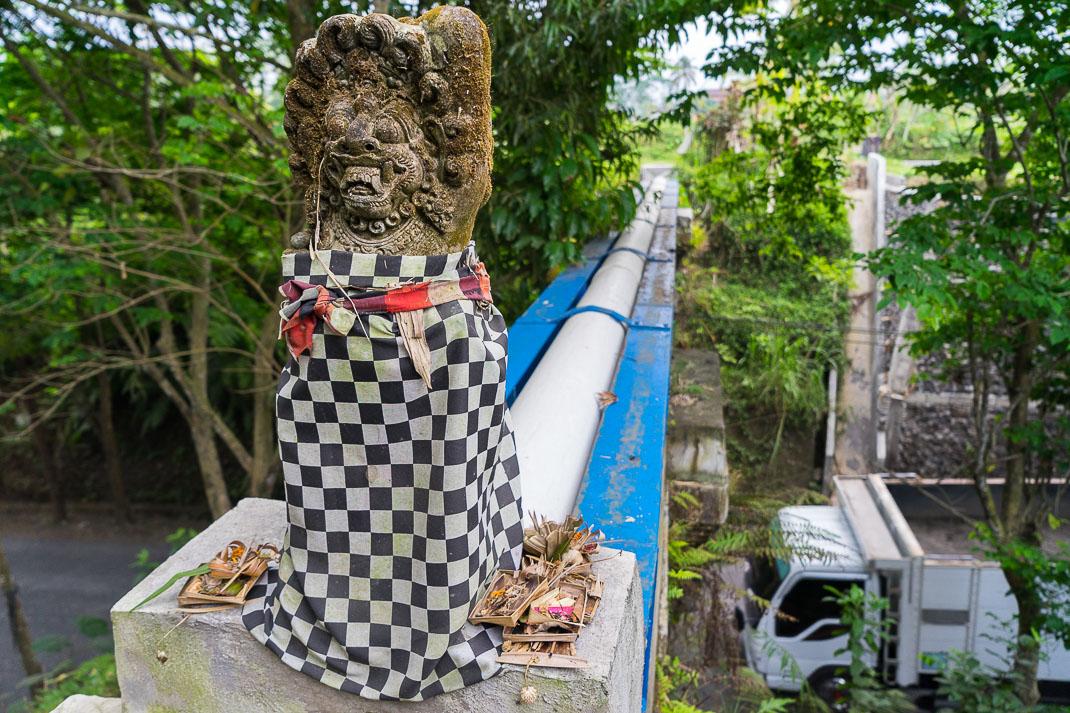 Bali-Statue-Roadway-Blessings
