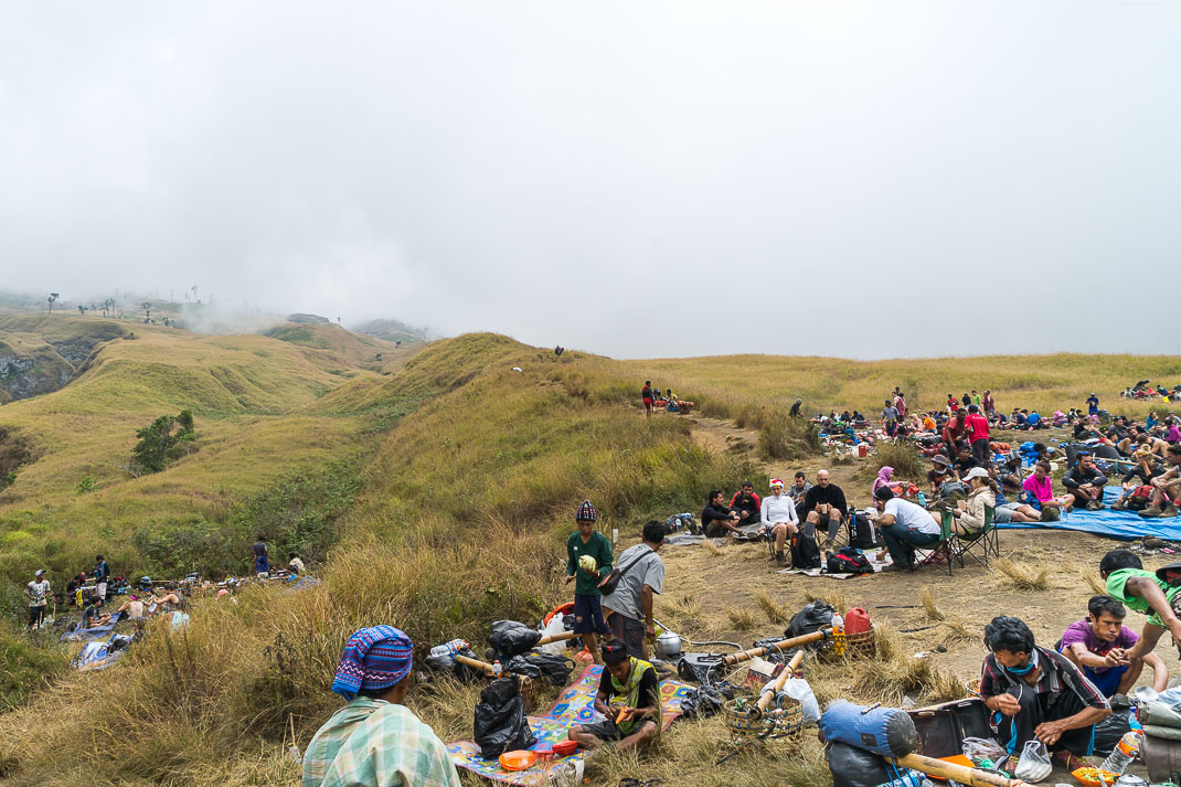 Climbing Mount Rinjani Lunch Crowd