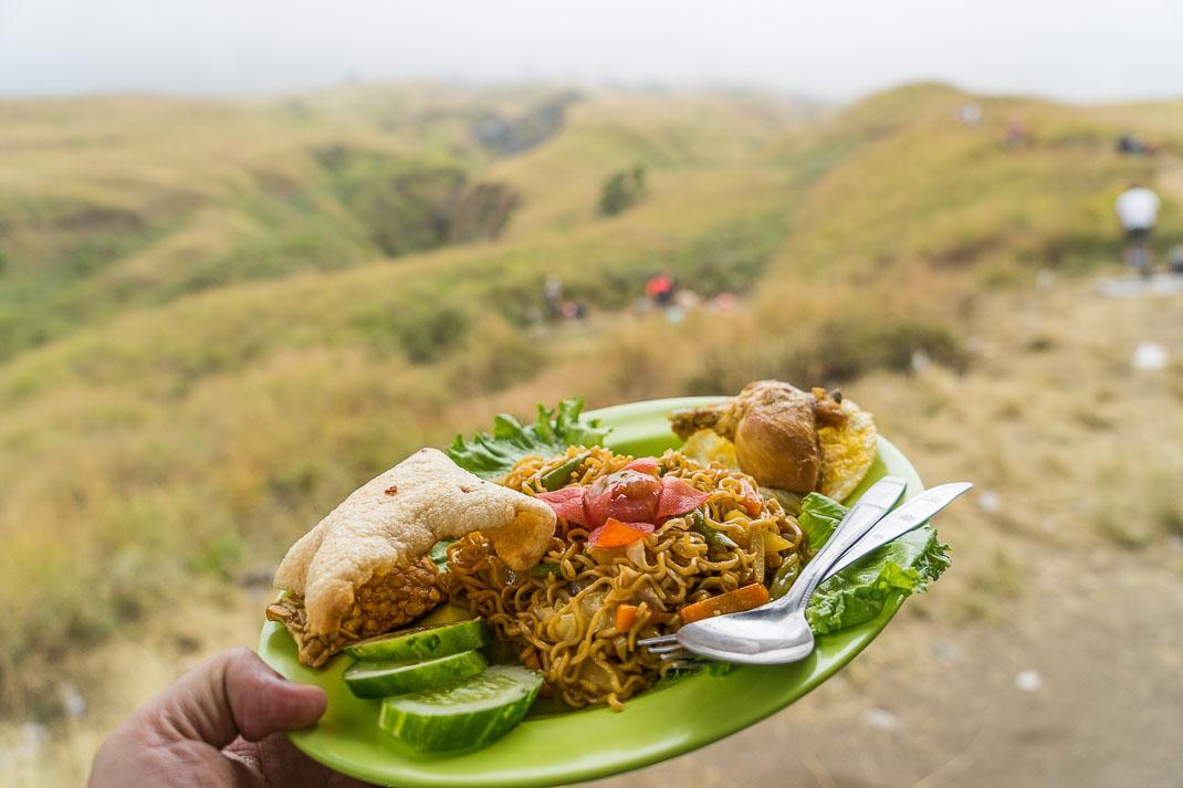 Climbing Mount Rinjani Lunch